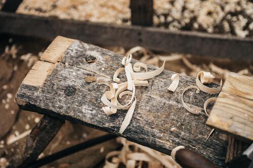 Altes Holz wird für Upcycling genutzt